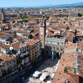 Cycling around the city: Verona, the eternal romantic