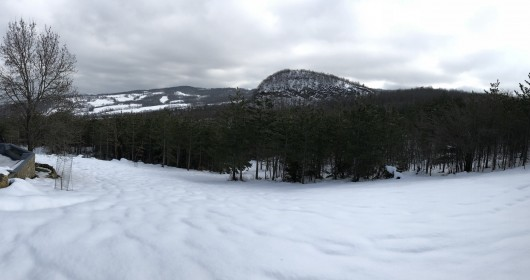 Family snowshoeing on the Apennines