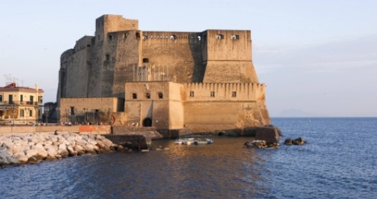 Cycling around the city: Naples, history and passion