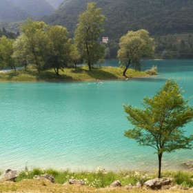 Hiking to Tenno's lake, through medieval villages and mule tracks