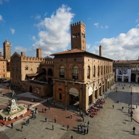 Cycling around the city: Bologna, the erudite and many-towered town