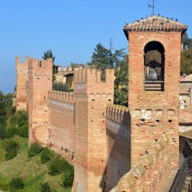 Cycling in the Montefeltro area, from cliffs to castles