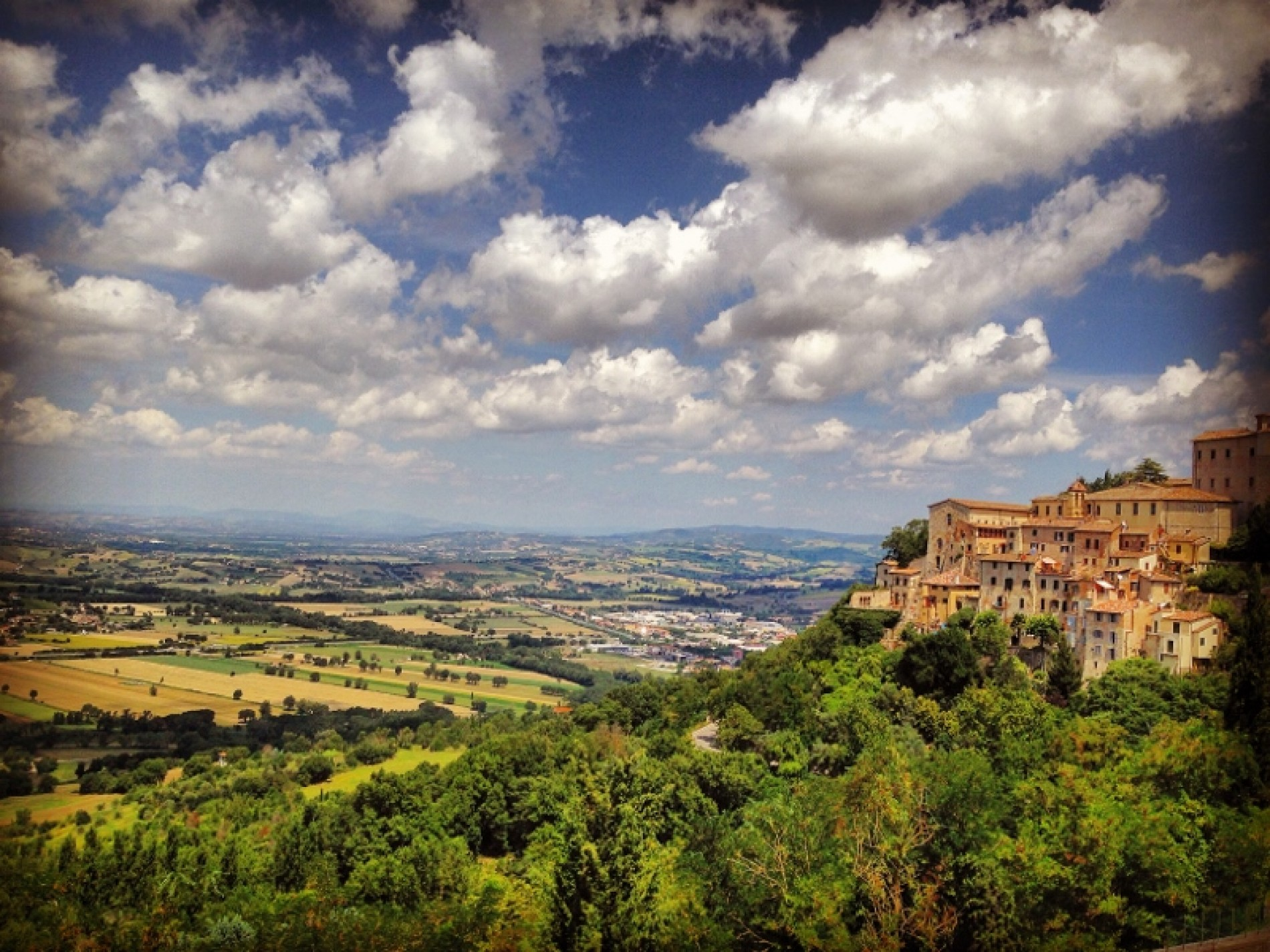 TREKKING OR CYCLING IN UMBRIA