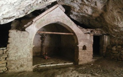 FRIARS' CAVE